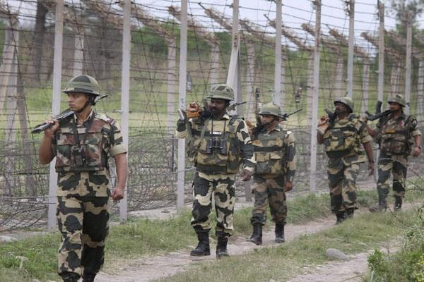 pakistan violates cfv in uri army porter killed
