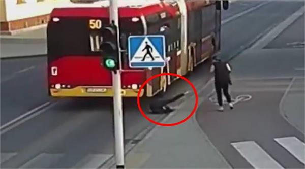 shocking moment when bus misses girl s head by inches