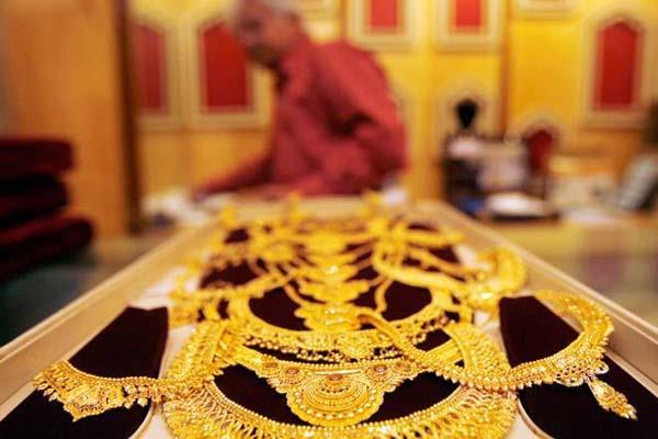 gold and silver prices moderate