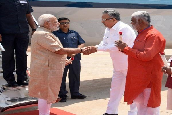 pm praises raman singh for returning from chhattisgarh