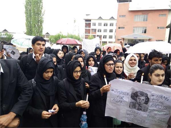 protest in srinagar against kathua lawyers