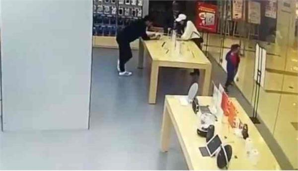 phone store s glass door explodes in toddler s face