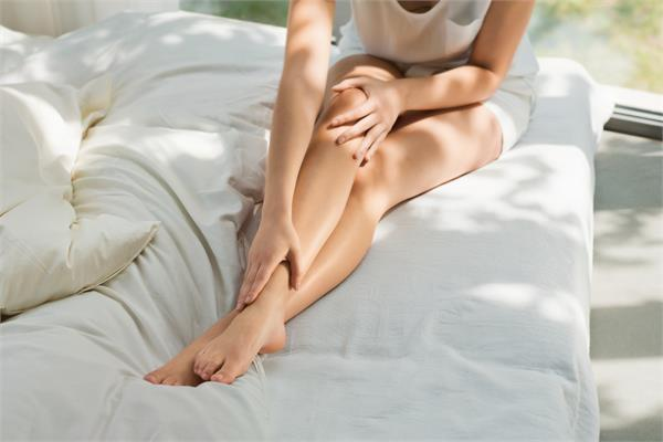 गर्मियों में पैरों की रुखी त्वचा से परेशान है तो अपनाएं ये नुस्खे