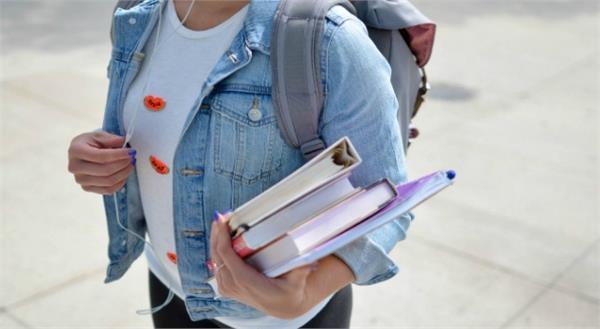 bra less student calls for school  bracott