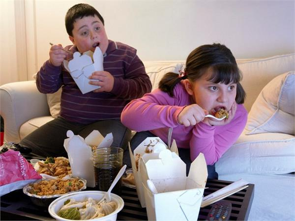 बच्चे क्यों हो रहे हैं तेजी से मोटापे का शिकार? जानिए इसके 6 बड़े कारण