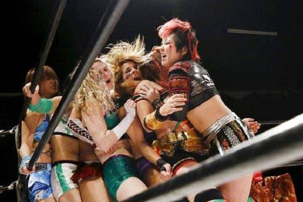 saudi officials apologise scantily clad women appear wrestling event