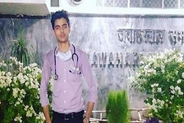 fake doctor remains in aiims for 5 months