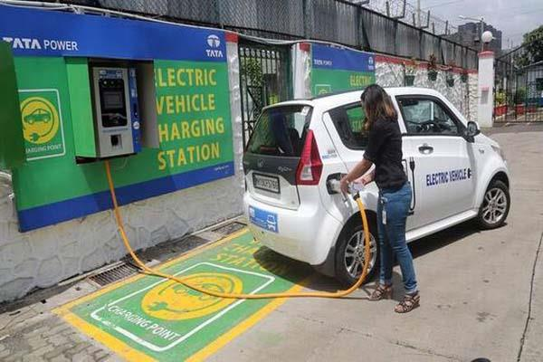 e vehicles charging stations need no licence says govt
