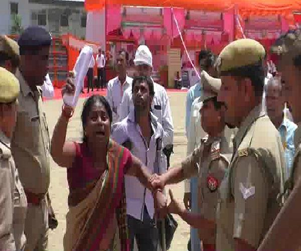 yogi s ruckus in public meeting said bjp legislator took over our land