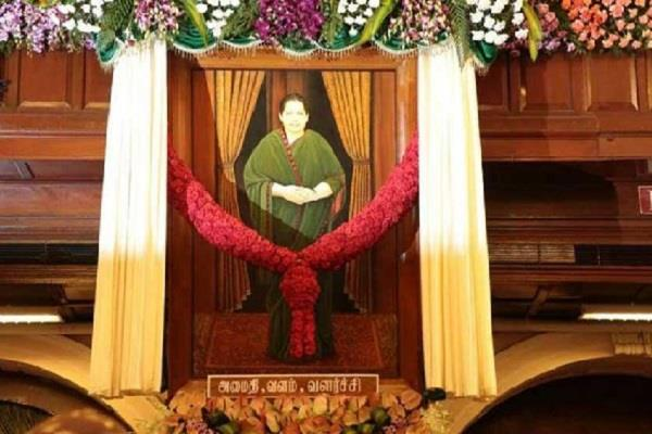 jayalalitha photo removal petition rejected from assembly