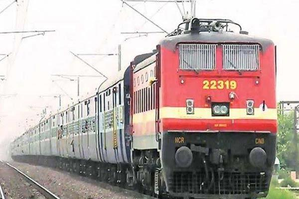 tte threw passengers from moving train if no vaishya identity card was received