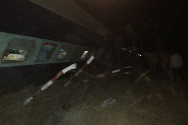 madhya pradesh 5 bins of katni passenger derailed