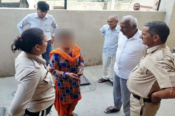 people caught thief woman 2 absconding