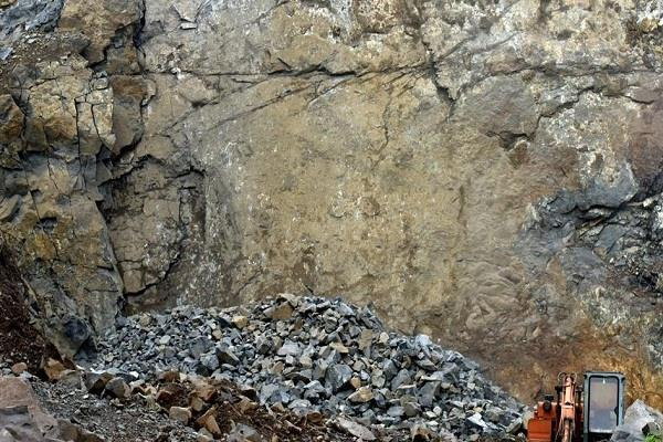 five people killed in stone mines explosion in jharkhand