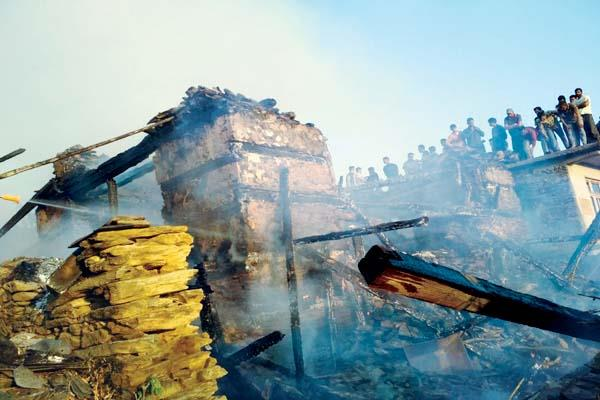 fierce fire in 20 rooms of house  loss of 50 lakhs