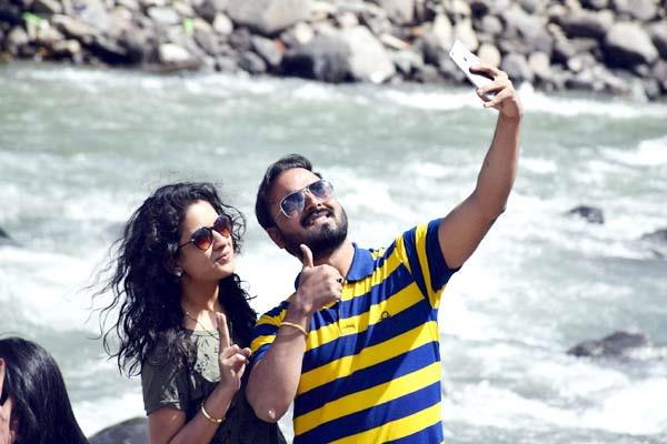 take selfie can be expensive among the beas river