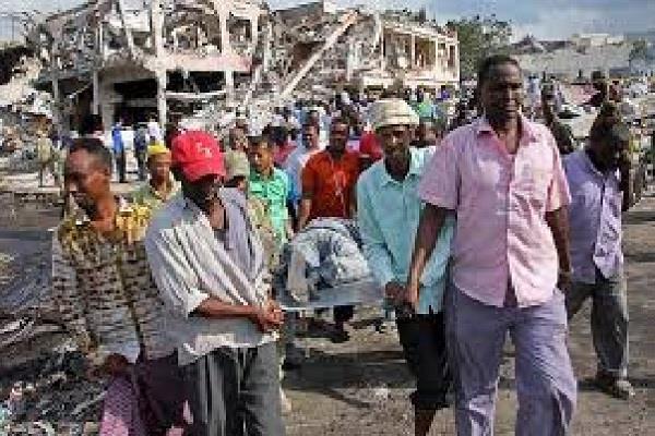 somalia bomb blast five killed in 10 injured