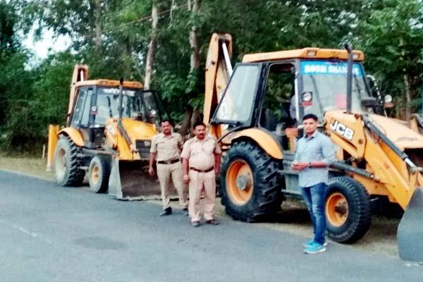 police screws on mining mafia 3 jcb seized
