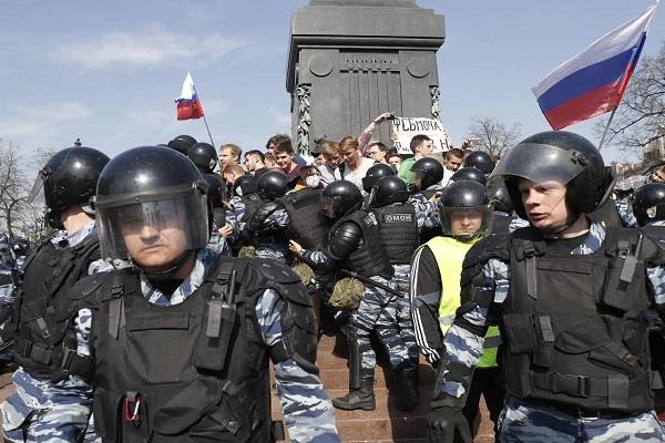 putin anti russian protests in russia many detained