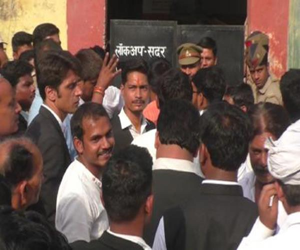barabanki court gives prisoners to stone on lawyers know full case