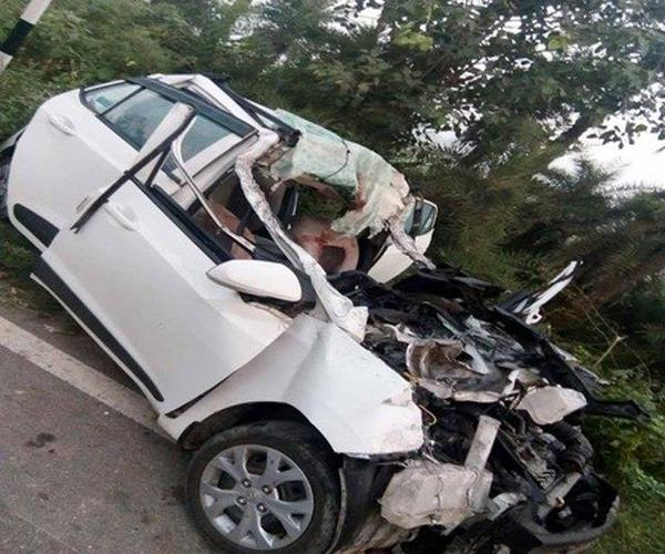 car collided with a standing truck 3 people painful death