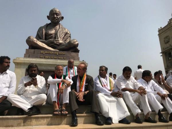 congress mlas protest against yeddyurappa