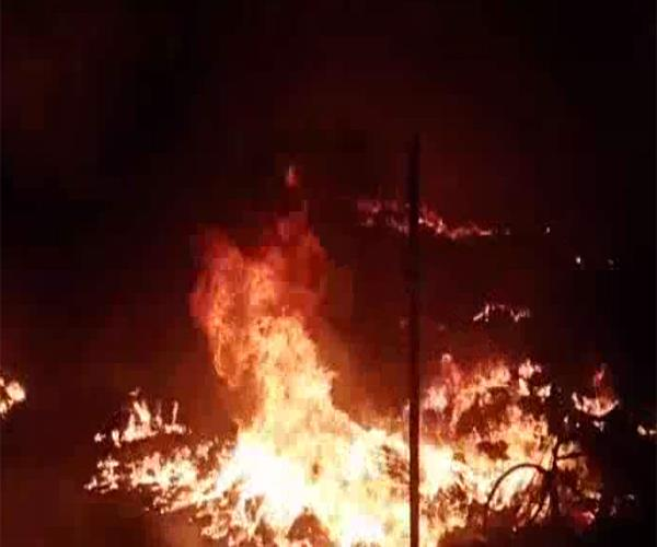heavy fires in the meerut asean colony thousands of slum huts burned