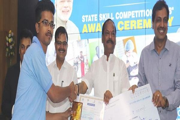 chief minister conducts reward for the winning candidates