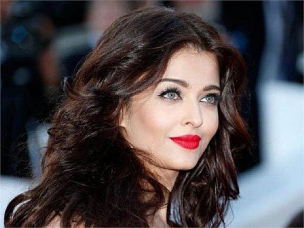 बॉलीवुड की यह खूबसूरत हसीना कर रही हैं सोशल मीडिया पर एंट्री