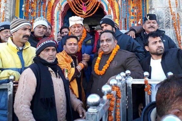 travel affected due to heavy snowfall in kedarnath dham