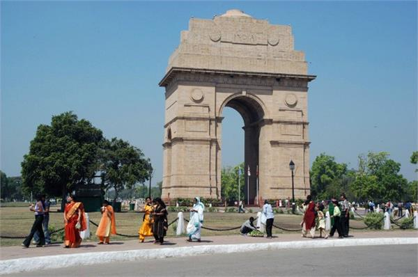 more than 200 flats built near india gate will destruct