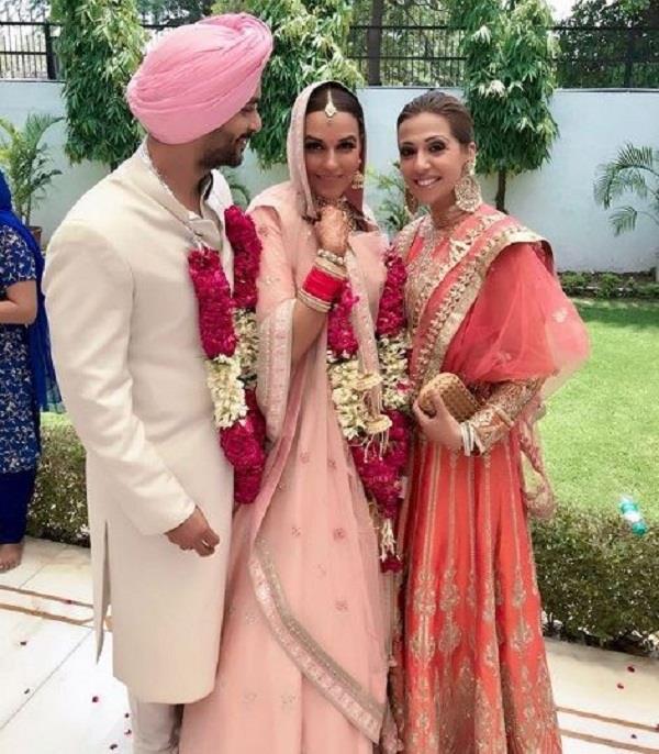 अपनी शादी में नेहा ने इस डिजाइनर का पहना इतना महंगा लहंगा