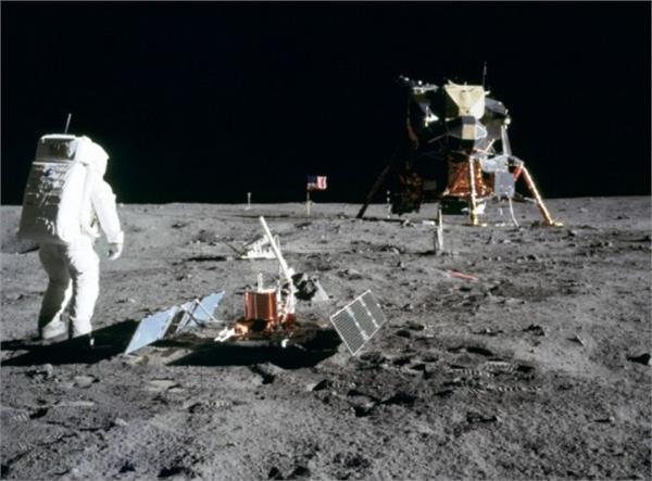 water in moon rocks provides clues