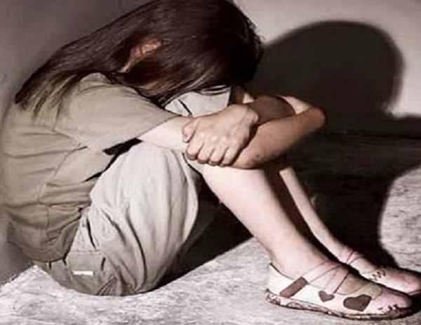 jhansi peon molest minor girl in school