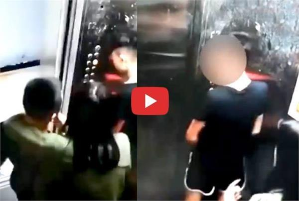 2 boys inside the lift the dirty movement in front of the girl video viral