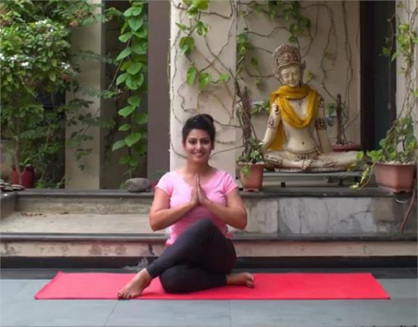 हार्मोनल इंबेलेंस और इंफर्टिलिटी से राहत पाने के लिए करें यह योगा