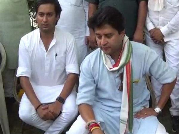 jyotiraditya went to lunch at jayawardhan s house