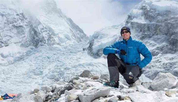 australian climbs everest becomes fastest to scale seven summits
