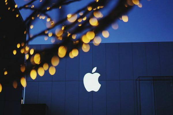 apple revenues up 61 1 billion dollar announce share buyback