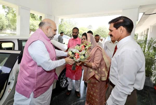 amit shah met to ex army chief suhag