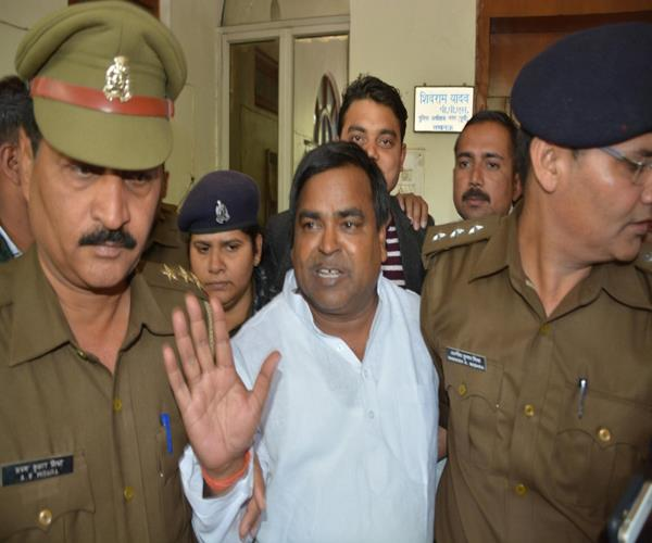 gayatri prajapati s son accused of victim daughter case registered