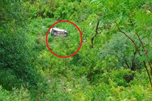 car going to kullu from rampur fell into a deep ditch
