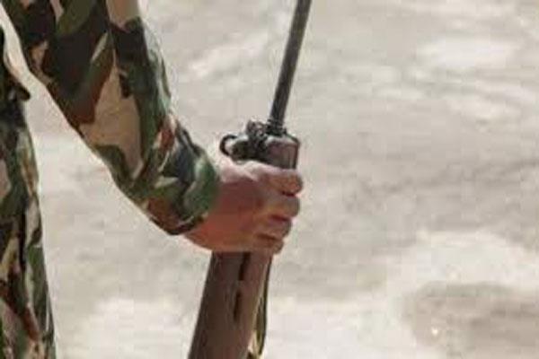 rifle snatching bid foiled in kashmir