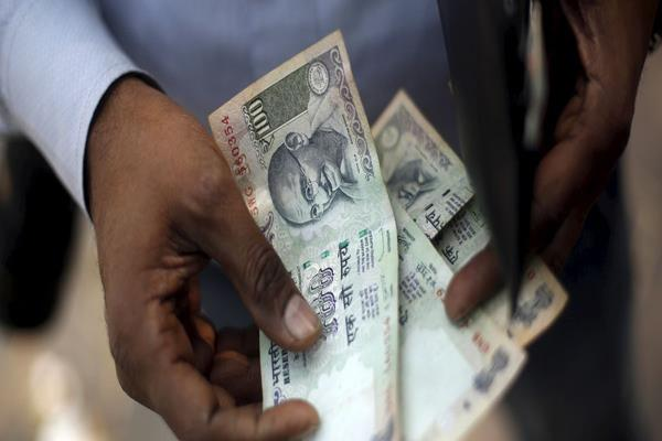 100 rupees due to these notes the cash in the country can happen