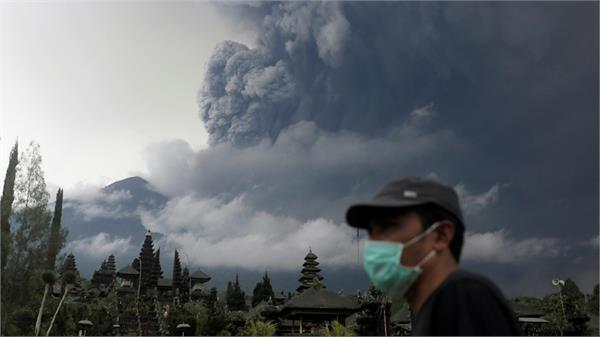 indonesia fluttered volcano airport shut down
