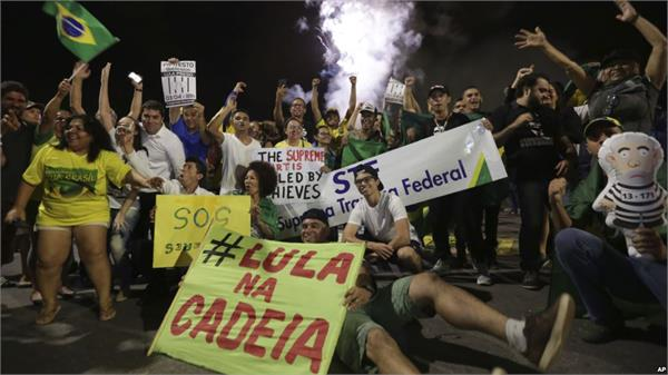 thousands of people protested against lula being sent to jail