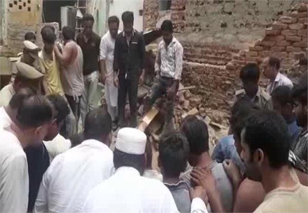 a multi storey house collapses killing one person injures 2 children
