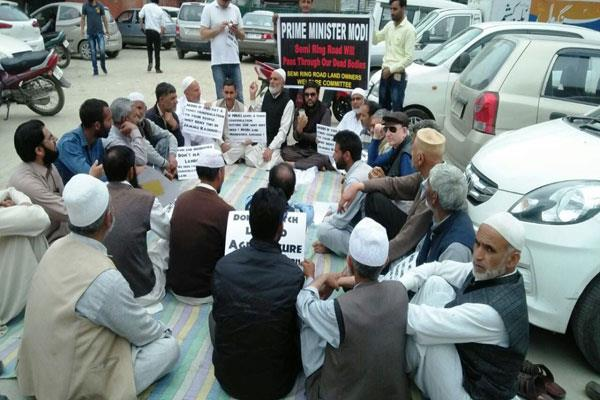 farmers protest against ring road in kashmir