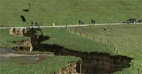 new zealand sinkhole reveals glimpse into cavity