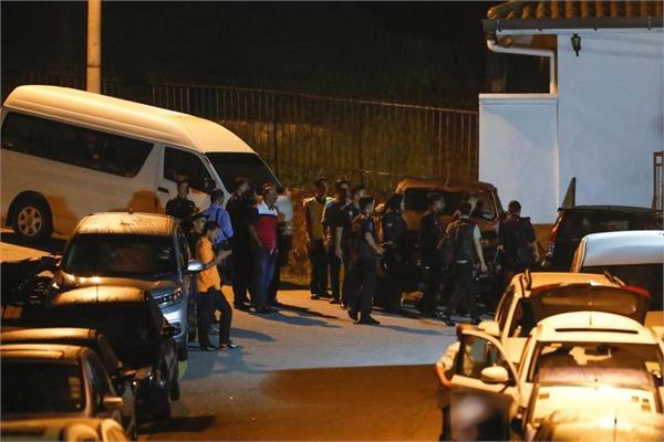 malaysian police raid ex prime minister najib razak s house
